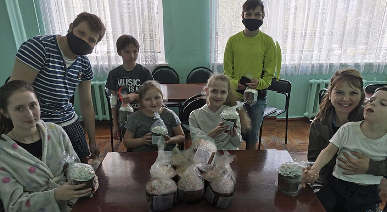 Напередодні свята Великодня пацієнтів лікарні привітали солодкими подарунками детская больница запорожье КНП «Міська дитяча лікарня №5» ЗМР – це єдина у місті Запоріжжі багатопрофільна дитяча лікарня, де сконцентровано всі види надання спеціалізованої медичної допомоги дитячому населенню: стаціонарної, консультативної амбулаторно-поліклінічної та виїзної для інтенсивної терапії новонародженим.