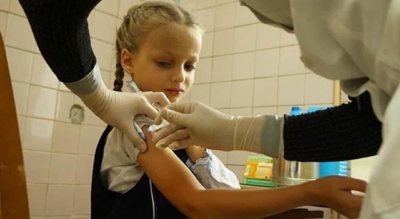 Вакцинація під час COVID-19. Чи можна вакцинувати дітей і дорослих під час пандемії детская больница запорожье КНП «Міська дитяча лікарня №5» ЗМР – це єдина у місті Запоріжжі багатопрофільна дитяча лікарня, де сконцентровано всі види надання спеціалізованої медичної допомоги дитячому населенню: стаціонарної, консультативної амбулаторно-поліклінічної та виїзної для інтенсивної терапії новонародженим.
